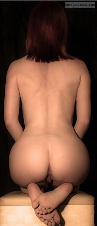 sexy nude girls pee