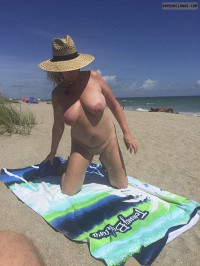 tits,pussy,shaved,public,beach nude,arepla