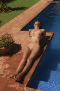 pooside nude,shaved pussy
