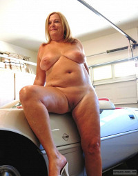 Showall,Exhabonist,Voyeur,Mature,Sexy Wife,Follow Me