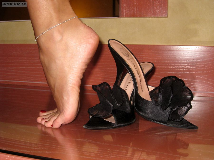 feet, high heels, black shoes, arched feet
