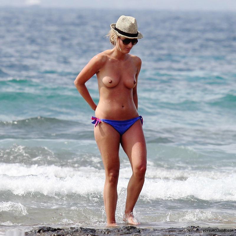 topless milf, topless, MILF, voyeur, milf voyeur