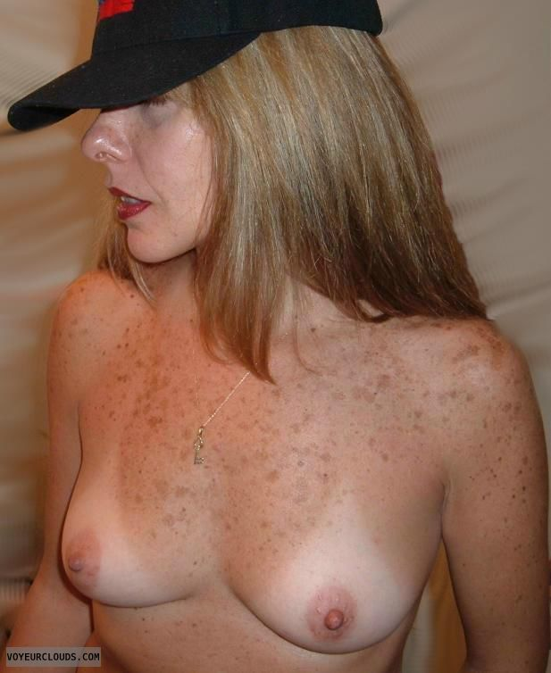 naked-mature-freckles