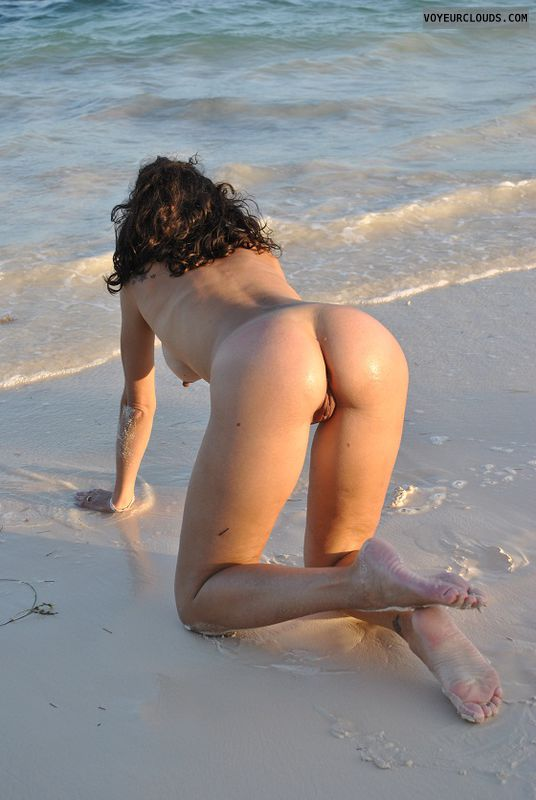 Milf ass on nude beach