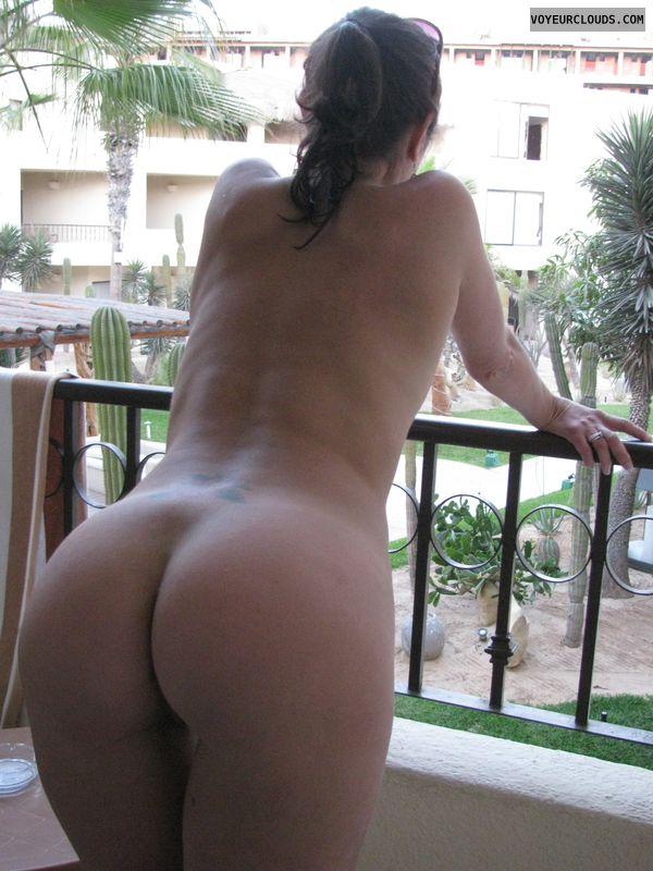 Mature butt naked thumbs