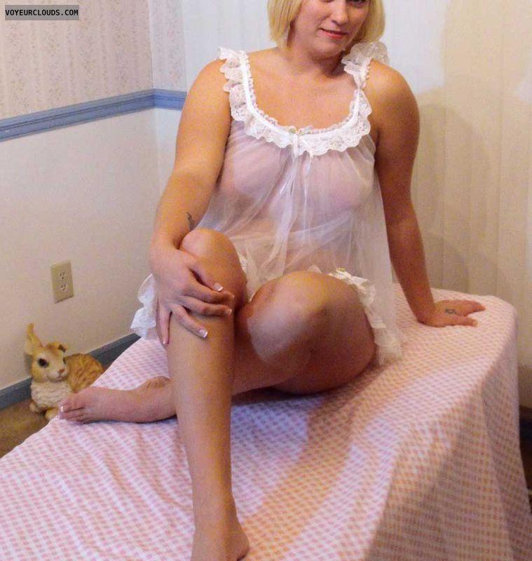 Girl in tub huge tits