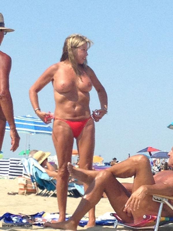 Milf beach voyeur