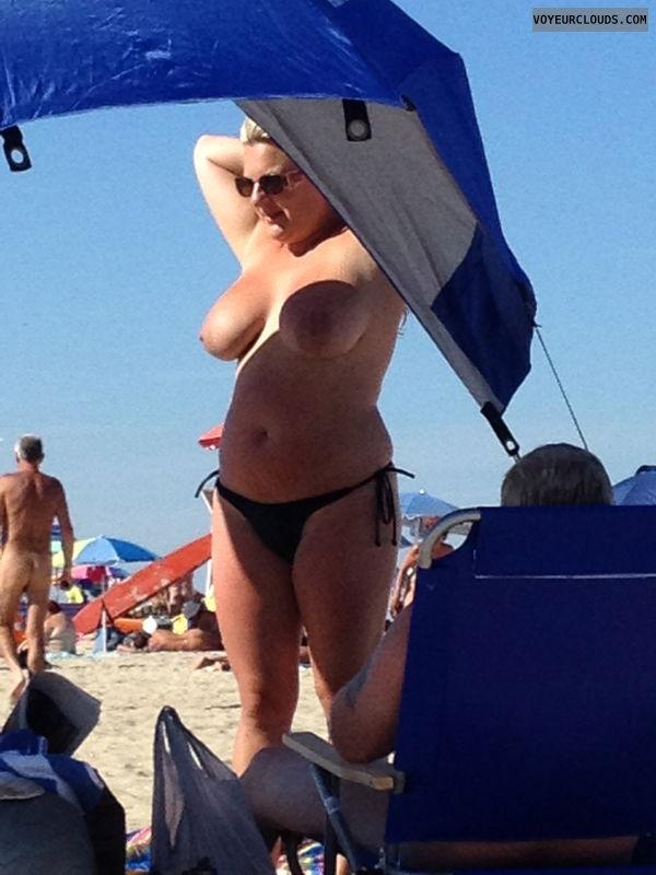 Beach Voyeur (BBWs and MILFS)