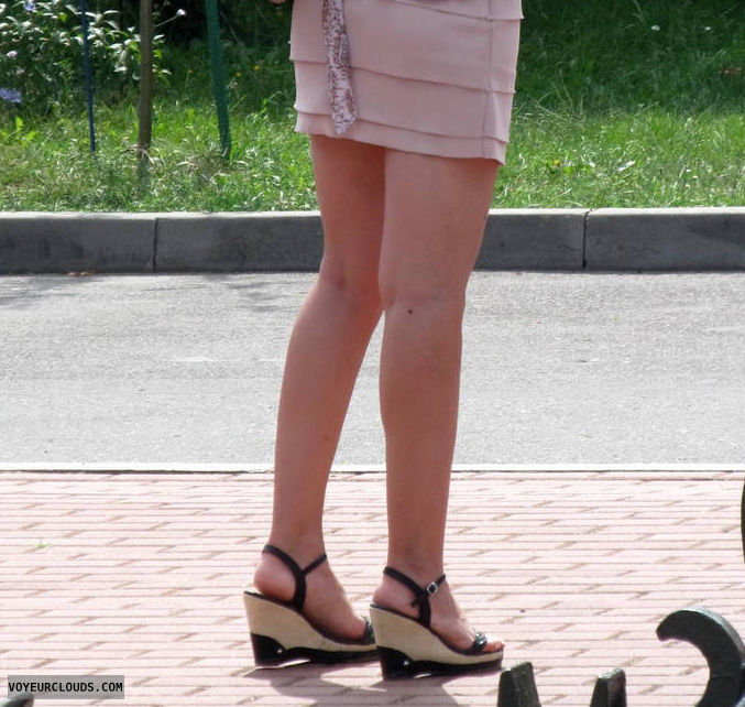 legs,sexy shoes,high heels,sandals,shoe voyeur,street voyeur,high heels fetish
