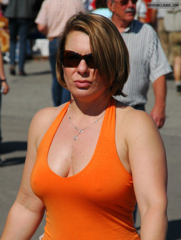 braless,candid woman,sexy,no bra,curly hair,street voyeur,pokies,poking nipples in public,pokies in public