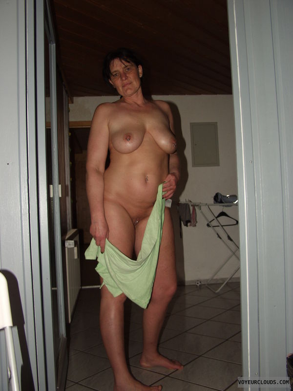 wife nude at home