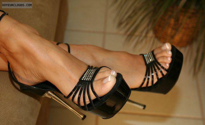 На ножке секси туфельки