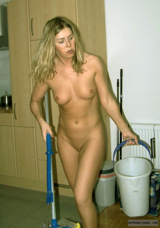 hunks-shower-naked-girls-doing-housework-pics-move