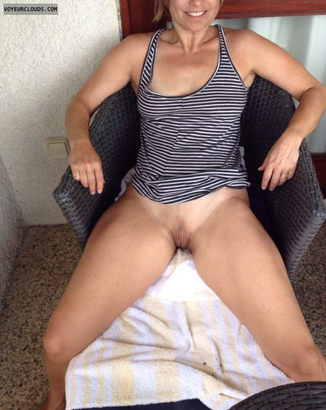 pussy shaved Bottomless amateur