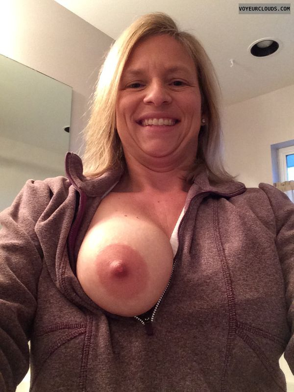 wife tits, blonde milf, smile, tit, boob, nip, flash