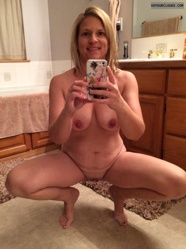 Wife nude selfie pussy