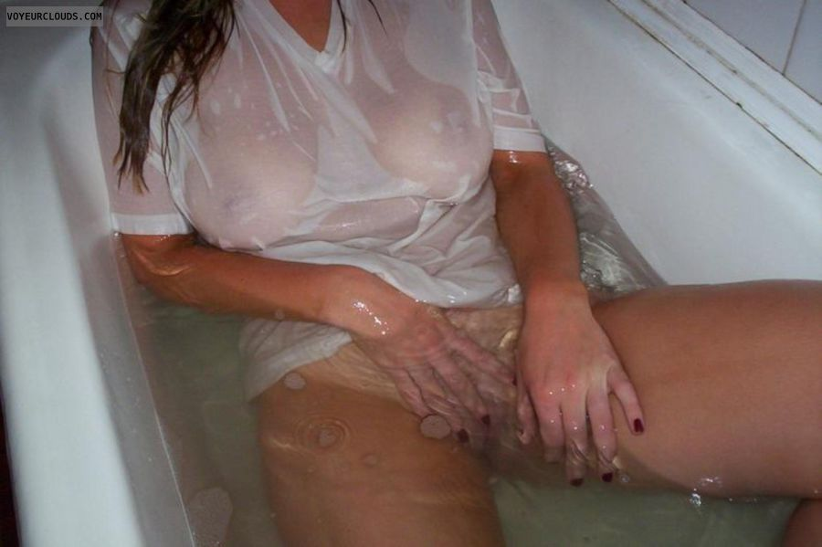 Mom squirts on daughter