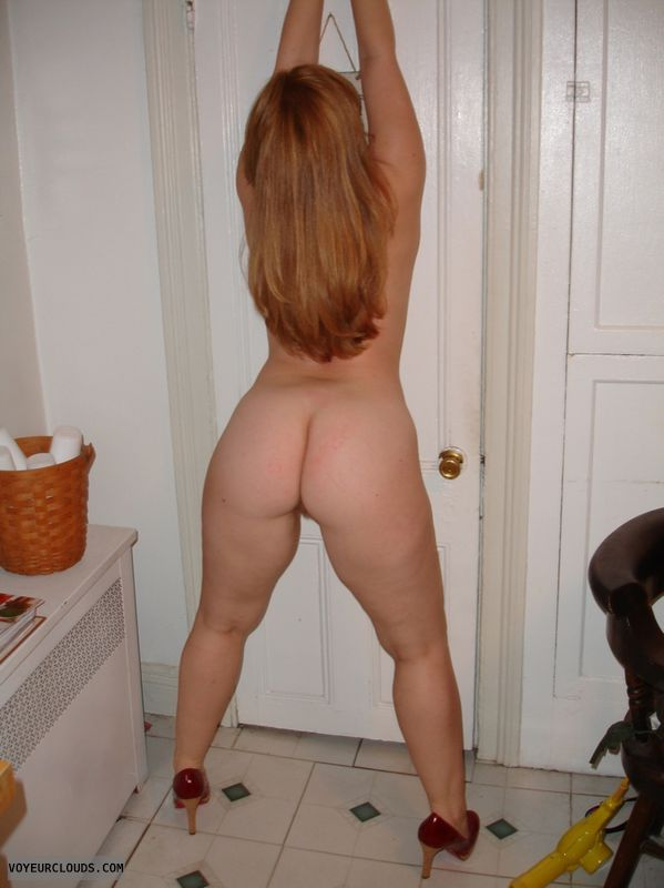 Sexy women naked butt