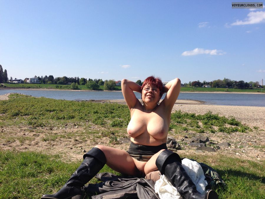 Fetish model naked tits