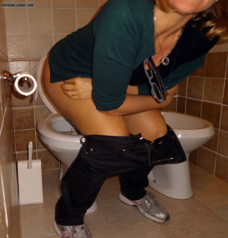 wife peeing, pissing, surprise, pee, squat, pants down