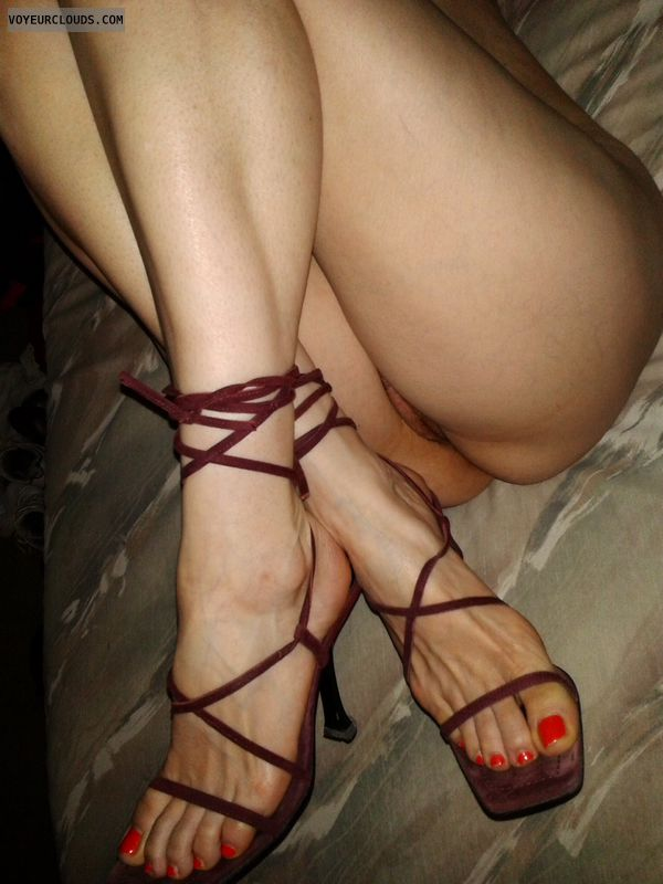 Milfs heeled feet and legs