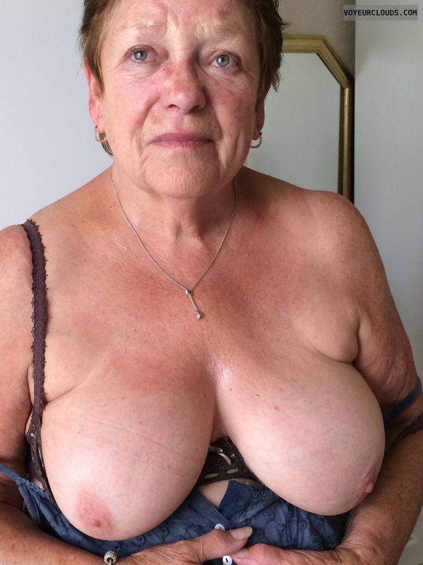 bug tits