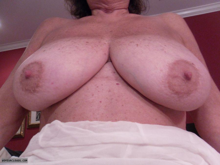 Mature suck my tits