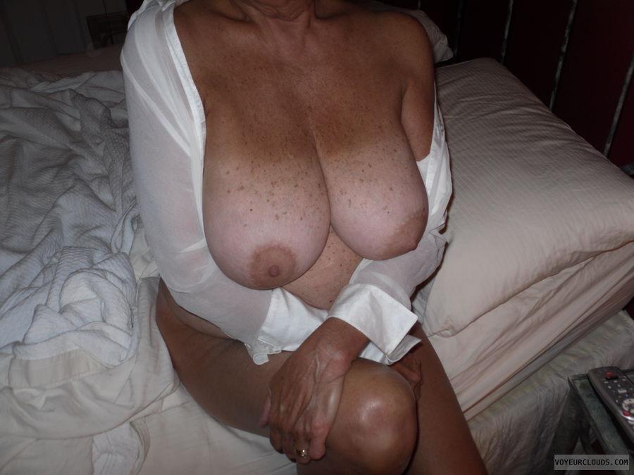 ayesha takia big tits