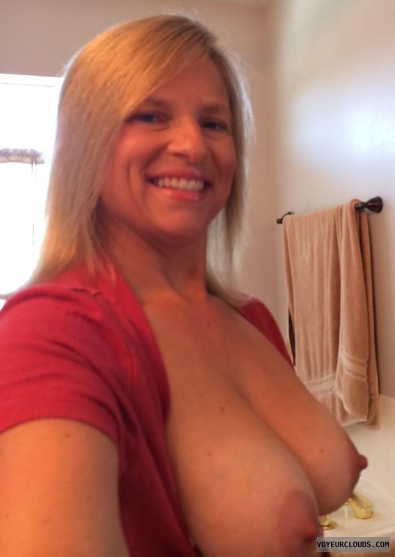 blonde milf, braless friday, big boobs, ta tas, hard nipples