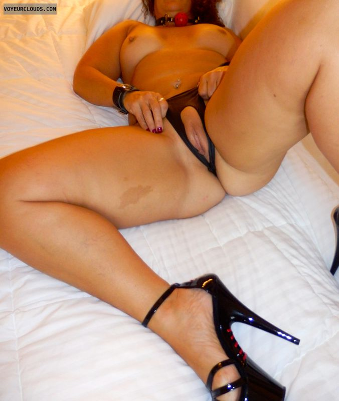 Amateur wife wearing crotchless