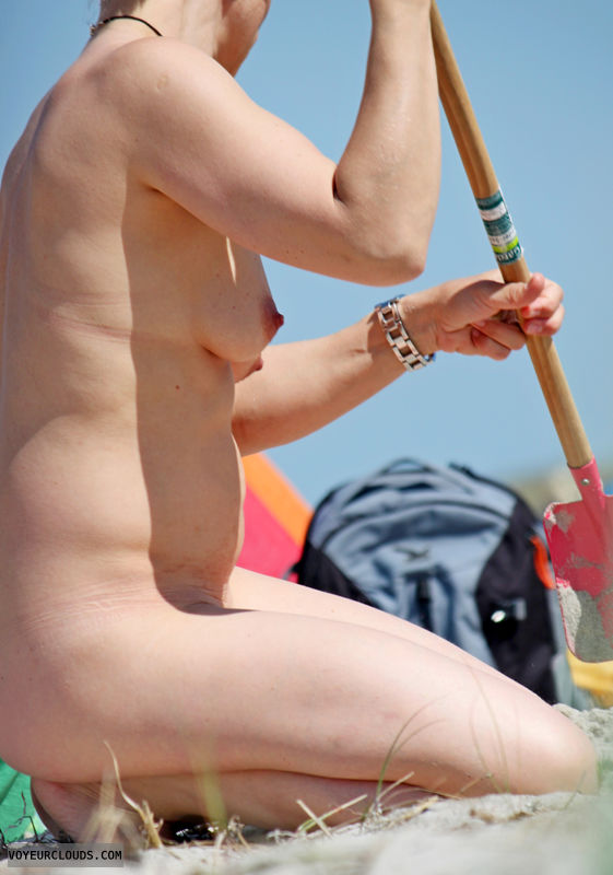 beach voyeur, nude woman, naked woman, nudism, small tits