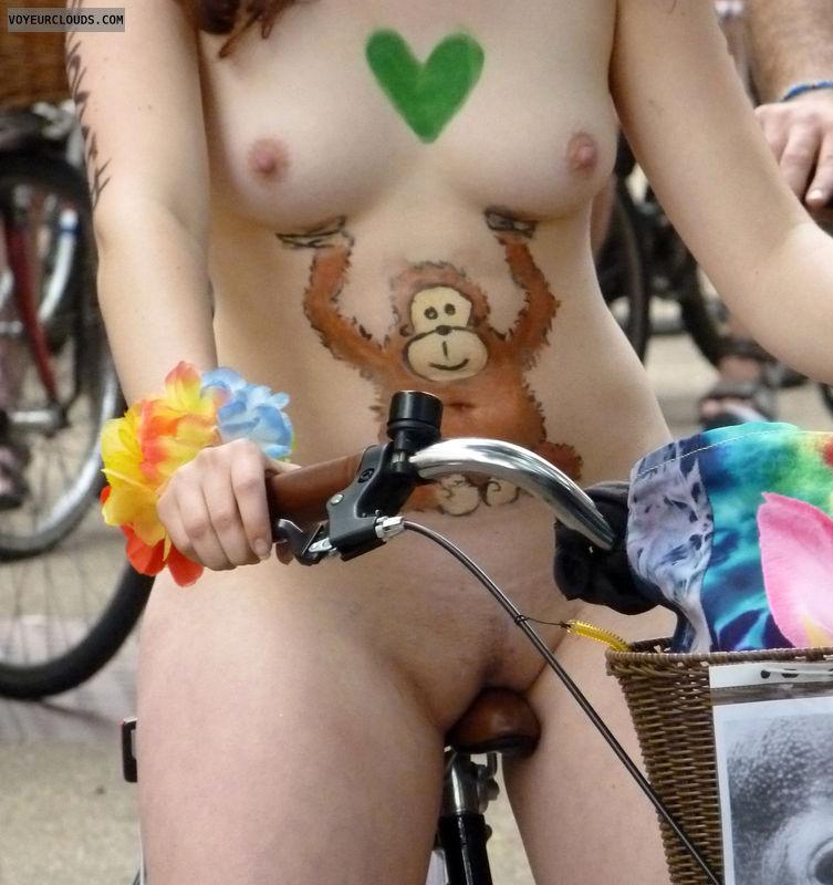 Resultado de imagem para sexy nudes on bike
