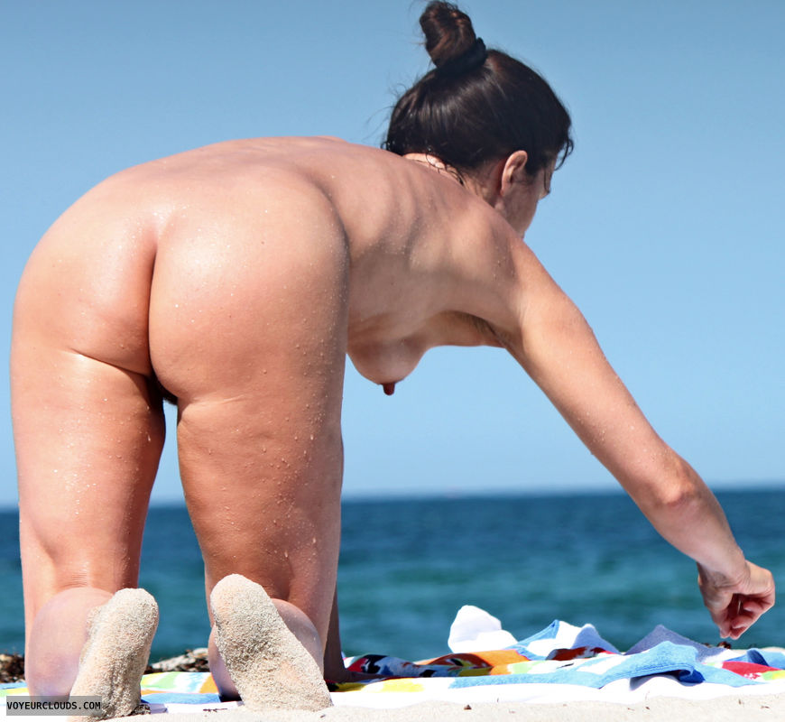 beach voyeur, nude woman, naked woman, round ass, hard nipples