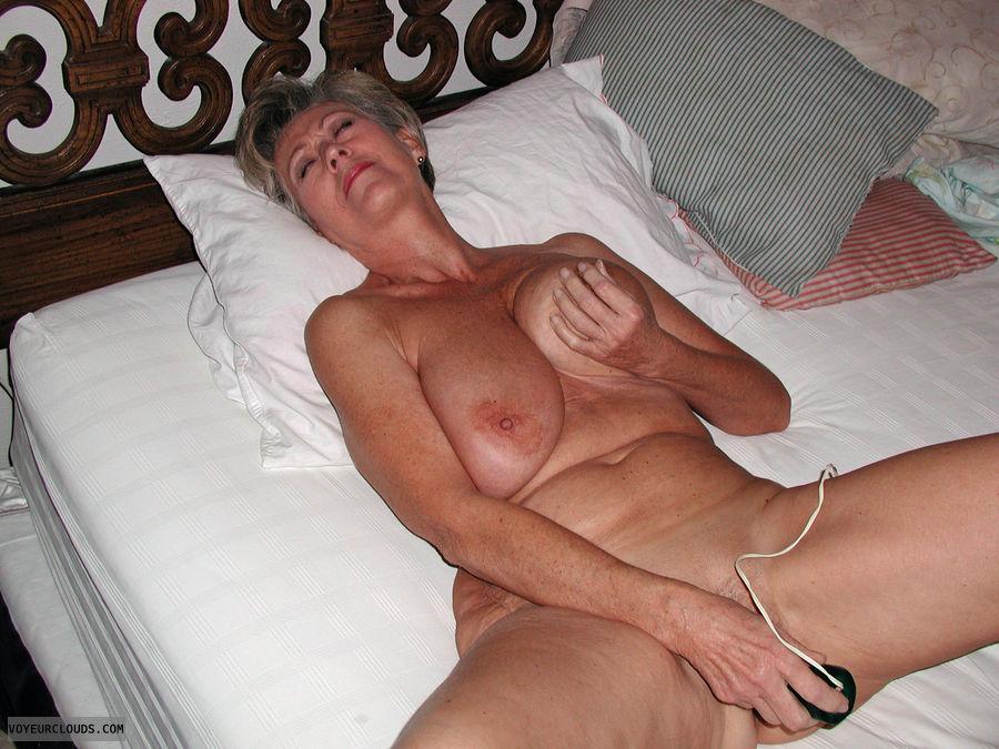 Hot big tits blondes
