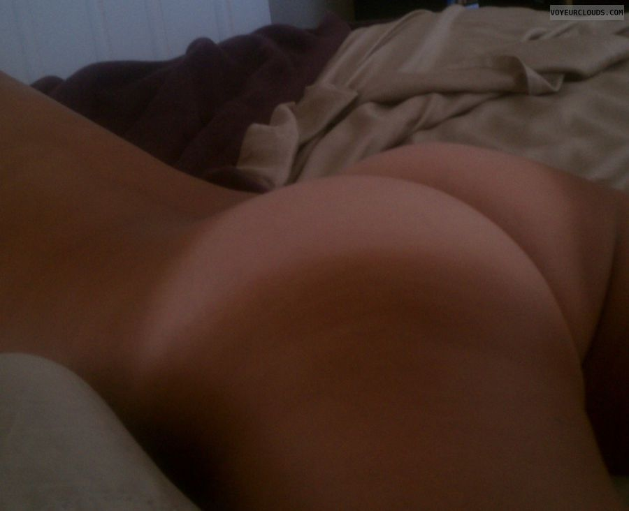 round butt, round ass, tanlines, naked woman, nude woman