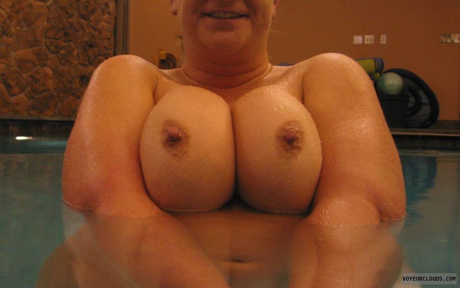 Boobies, Cleavage, Wet Nipples, Selfie, Public Nudity