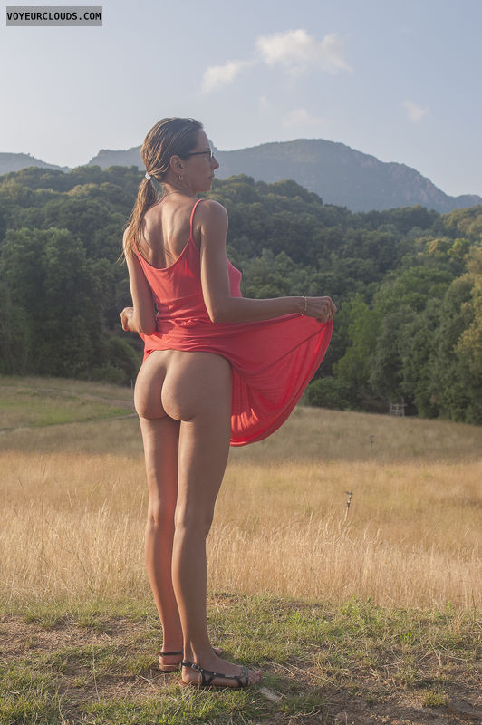 Nude outdoor bottoms