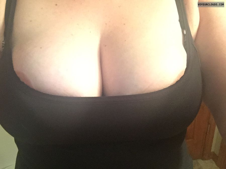nip slip,  milf tits, big boobs, deep cleavage