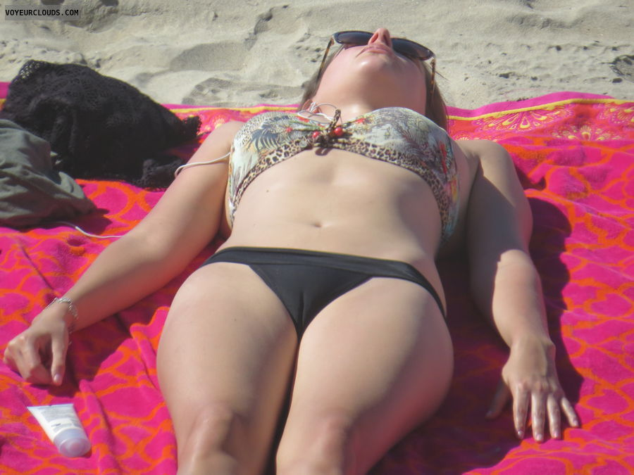 Beach voyeur, cameltoe, voyeur