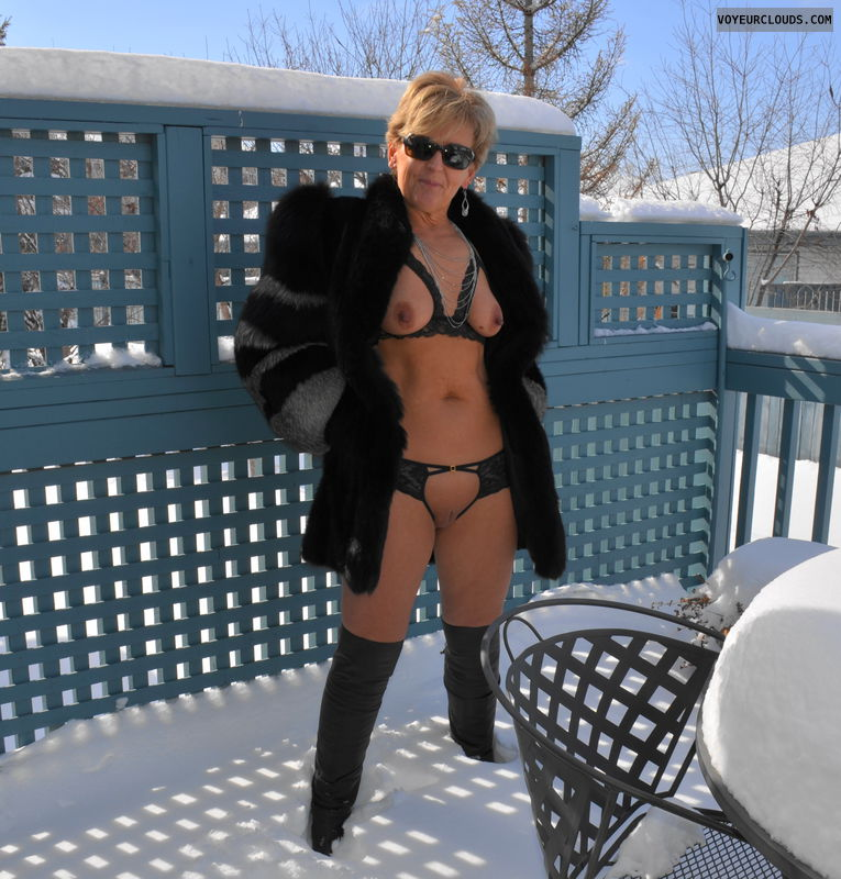 Milf naked on snow, thick black spunk