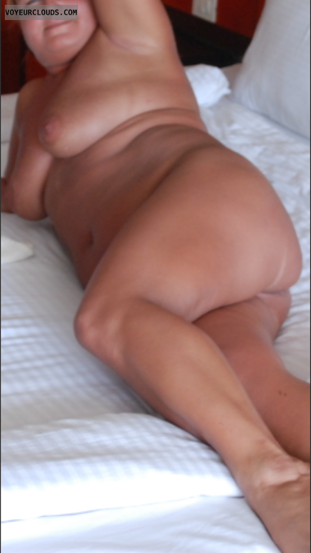 naked wife, nude wife, pising