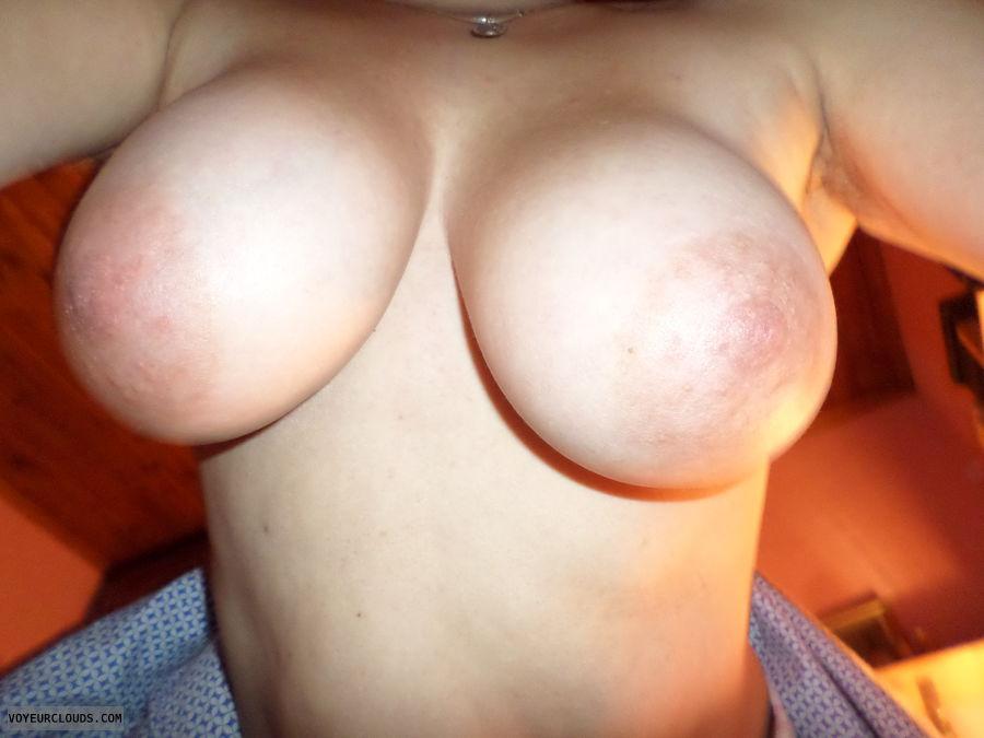 Big tits, Topless, big areolas, selfie
