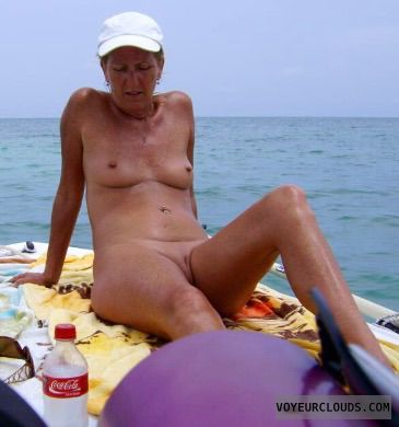 Shaved pussy on a boat — img 2