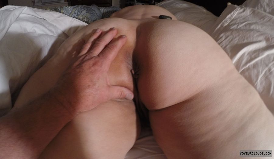 shaved pussy, asshole peek, wfi, round ass
