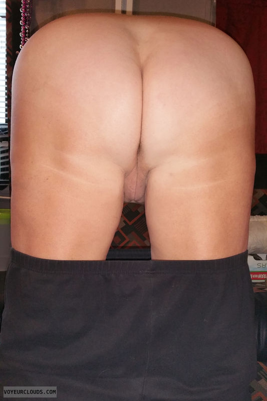 round ass, round butt, pussy peek, doggy, teasing