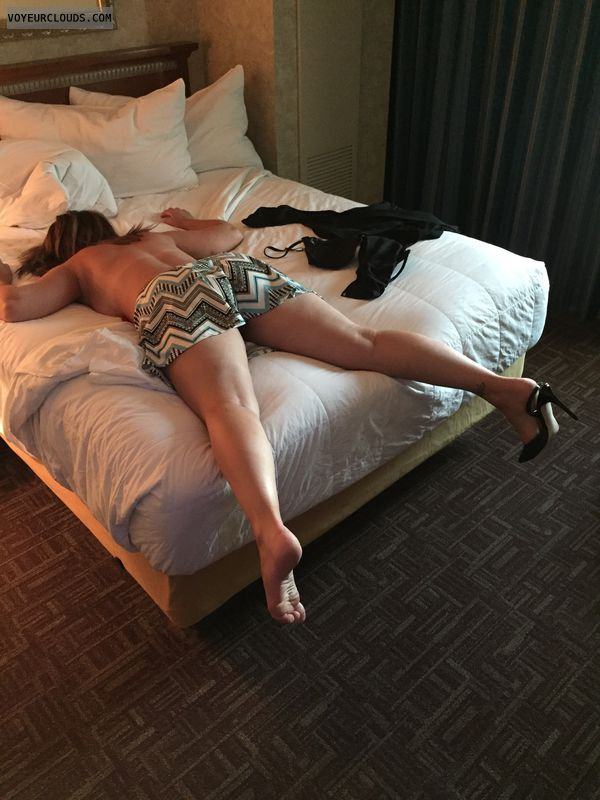 Toes curled, Heels, Skirt, Hotel, Sexy legs, Milf