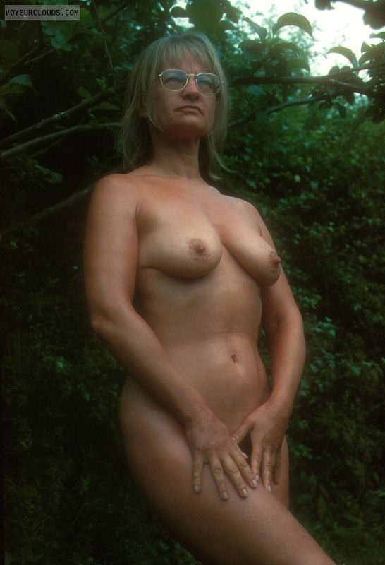 naked, tits, nipples, yvonne, mature, outside nude