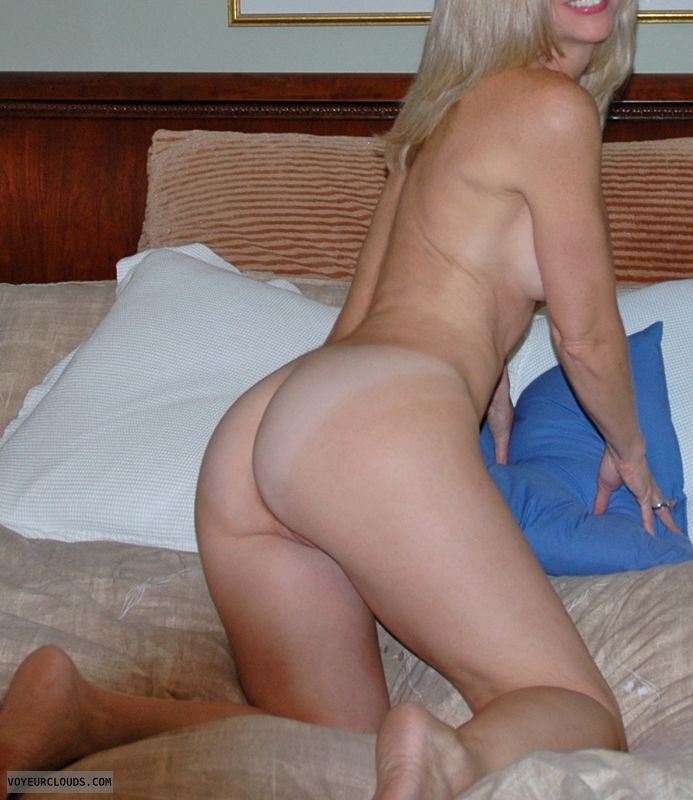 Amateur wife bent over pussy