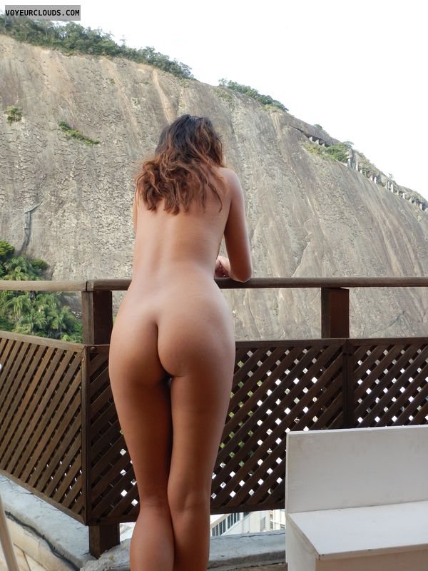 round ass, round butt, naked wife, nude wife, back view