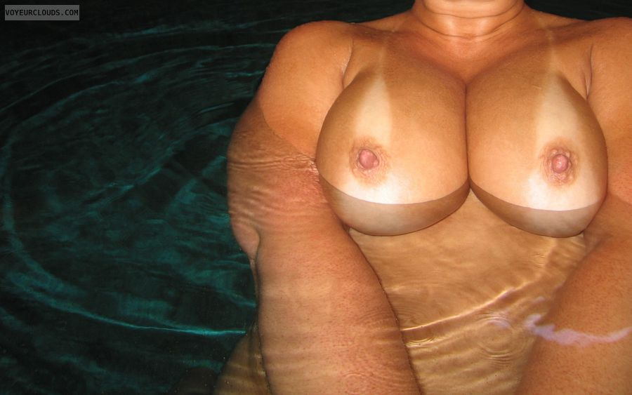 big Boobies, hard Nipples, Public Pool Nudity